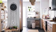 Energieeffiziente Elektrogeräte in einer großen, kinderfreundlichen Küche mit FAKTUM Schränken mit NORJE Fronten in Eichenfurnier, KLARLUFT ...