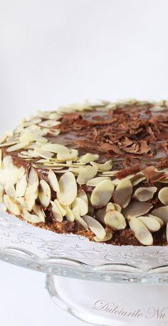 Tort Crocant cu Migdale si Crema de Ciocolata (fara zahar,continut ridicat de proteine , sanatos) - Powered by Stevia, Tiramisu, The 100, Low Carb, Ethnic Recipes, Food, Essen, Meals, Tiramisu Cake