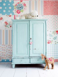 patchwork wall and shabby chic cupboard. i need to own a store so i can decorate like this - i dont know that gareth would like this theme im into! Girl Nursery, Girls Bedroom, Bedroom Ideas, Nursery Ideas, Bedrooms, Chic Nursery, Decoration Shabby, Shabby Chic, Diy Wall Decor