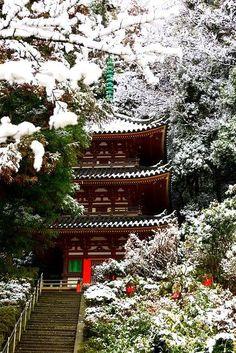 Snow in Pagoda, Nara
