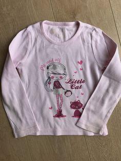 f30a7fe0572d Tshirt rose - Joli Tshirt rose à manches longues avec motif sur le devant.  Petit noeud en strass en haut du dos Hauteur 37cm   largeur 28cm   manches  37cm ...