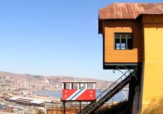 Elevators in Valparaiso, Chile Plan Incliné, Algarve, Euro, Cabin, Country, House Styles, Outdoor Decor, Pictures, Painting