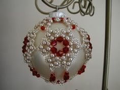 Here's another ornament I finished. This is also from Bead & Button magazine. Cathy from That Bead Lady designed it. I really like this one...