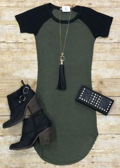 Home Team Tunic Dress: Olive, maybe with some thin leather leggings Cute Dresses, Casual Dresses, Casual Outfits, Cute Outfits, Skirt Outfits, Tunic Dresses, Teen Dresses, Ladies Dresses, Shift Dresses