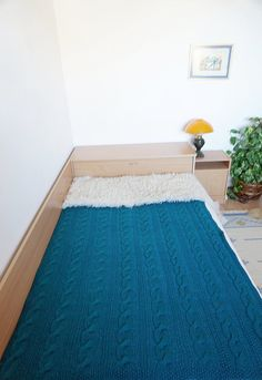 Bright, soft and cozy cable knit woollen blanket. It will keep you warm and comfortable. Its hand knitted with love and attention to details. 43x59 (110x150cm) teal is ready to ship!  MATERIALS 50% soft natural wool 50% acrylic wool Worsted spun yarn  WEIGHT 2.20 lbs (1kg) - Valid for a 43x59 (110x150cm) blanket. The one from the picture.   SIZES The blanket from the pictures is 110x150cm (43.3x59.0 inches). When purchasing you can select between the following dimensions: 43x59 (110x150cm)…