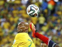 Brazil's Maicon (L) is challenged by Colombia's Victor Ibarbo during the 2014 World Cup quarter-finals soccer match at the Castelao arena in Fortaleza July 4, 2014. REUTERS/Stefano Rellandini