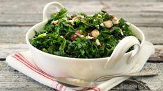 Smørdampet grønnkål med hasselnøtter