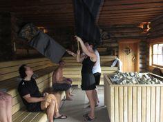 Saunameesters druk bezig tijdens de cursus saunameester van het WellnessInstituut! Massage, Sumo, Wrestling, Sports, Lucha Libre, Hs Sports, Excercise, Sport, Exercise
