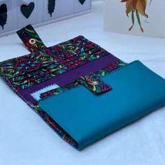 Compagnon Complice en simili bleu et coton coloré cousu par Agnes - Patron Sacôtin