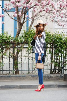 Larisa Costea is looking very Parisian in this classic horizontal striped tee, worn with a wide brimmed straw hat and a pair of gorgeous red lace heels. This look is fresh and fun; perfect for spring! Blouse/Hat: Shein, Jacket/Jeans: Zara.