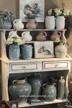 Brynxz aardewerk in oude Franse kast Pots, Antique Pottery, The Potter's Wheel, Terracota, Home Comforts, Vintage Country, Shabby Chic Decor, Rustic Farmhouse, Beautiful Homes