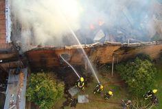 Un voraz incendio arrasó con el depósito de una tapicería