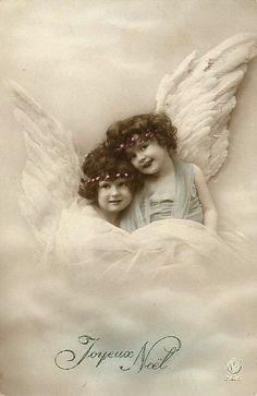 vintage postcard with angels Vintage Children Photos, Images Vintage, Vintage Pictures, Vintage Photographs, Old Pictures, Old Photos, Vintage Christmas Cards, Christmas Images, Christmas Angels