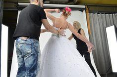 backstage i love wedding - το πιο'' in'' περιοδικό γάμου και βάπτισης στη Καβάλα. Backstage, Magazine, My Love, Wedding Dresses, Women, Fashion, Bride Dresses, Moda, Bridal Gowns