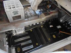Wir sind ein Garagen & Carrosserie Betrieb im Limmatal in Oberengstringen. Wir reparieren alle Merken von Young bis Oldtimer und vom Kleinwagen bis zum Nutzfahrzeug.