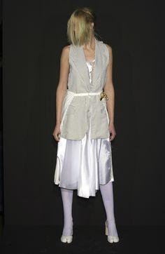 Maison Martin Margiela at Paris Spring 2004 Anti Fashion, Fashion Brands, Fashion Tips, Fashion Details, Fashion Design, Victoria Dress, Haute Couture Fashion, Fashion Today, Red Carpet Dresses
