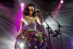 Colourful flouncy skirt + Kimbra.