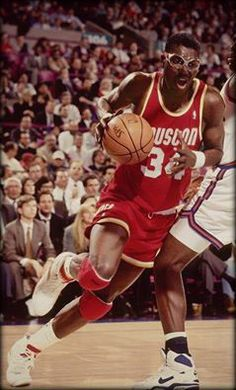 This date in history - March Hakeem Olajuwon records a quadruple-double with 18 pts, 16 reb, 10 ast, 11 blk. Basketball Photos, Pro Basketball, Basketball Players, Nba Stars, Sports Stars, Hakeem Olajuwon, Basketball Highlights, Famous Sports, Basketball Photography