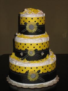 Bumble Bee Diaper Cake for Baby Shower by MrsHeckelDiaperCakes. $45.00, via Etsy.