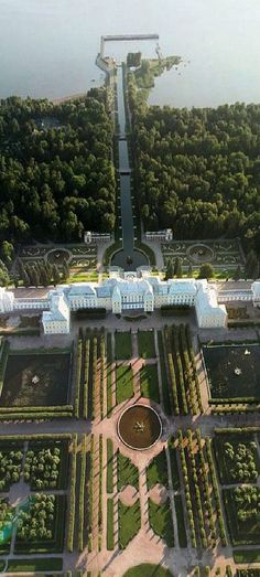Royal Palace and park in Petergof, St.Petersburg, Russia Source by panapanbubu Beautiful Buildings, Beautiful Places, Places Around The World, Around The Worlds, Peterhof Palace, Russian Architecture, Gothic Architecture, Ancient Architecture, St Petersburg Russia