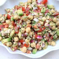 Garbanzo or chickpea salad with avocado and tuna fish {Garbanzo} Kichererbsensalat mit Avocado und Thunfisch – Laylitas Rezepte Veggie Recipes, Mexican Food Recipes, Salad Recipes, Vegetarian Recipes, Cooking Recipes, Healthy Recipes, Healthy Snacks, Healthy Eating, Chickpea Salad