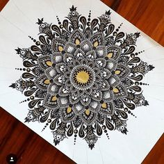 This mandala has a appeara nce. Art Lessons, Sketch Book, Art Drawings, Drawings, Doodle Art, Mandala, Mandala Design Art, Art, Design Art