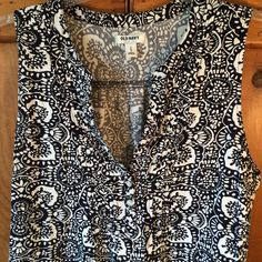 Old Navy Dress Never worn great for summer 37 in long 42in bust comfortable and ready to go Old Navy Dresses Midi