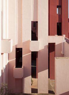 La Muralla Roja. Ricardo Bofill, 1973. Calpe, Alicante, Es… | Flickr