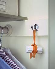Eğer evinizde nem varsa  eşyalarınızı korumak için  birkaç  tebeşir işinize yarar... ara sıra değiştirmek koşulu ile... veya tebeşiri fırında  kurutup tekrar kullanabilirsiniz.  institutopedrocozzi.blogspot.com