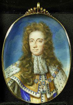 1689-1719.Willem III (1650-1702),prins van Oranje.Sedert 1689 koning van Engeland.Buste, aanziend, in koninklijk ornaat. Om zijn hals draag hij de keten van de Orde van de Kouseband.Onderdeel van de collectie portretminiaturen. cardboard;oil.ovaal 9.5 cm .Width:7.3 cm.Anonymous. Rijksmuseum Amsterdam.