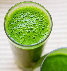 #green #smoothie with #kale, #pineapple, #celery, #banana and #goji berries