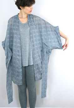 Sewing Gifts DIY Kimono Robe (Pattern: Almada Robe by Seamwork Magazine) Kimono Diy, Motif Kimono, Kimono Cardigan, Kimono Jacket, Sewing Hacks, Sewing Tutorials, Sewing Tips, Sewing Ideas, Sewing Patterns Free