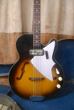 Harmony H-22 Bass 1965 Sunburst
