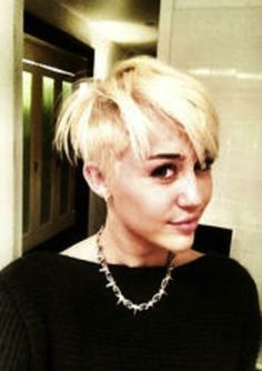 Miley Cyrus chops her locks