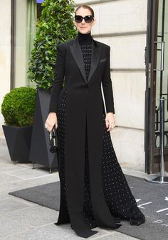 Best Looks: Celine Dion Celebrating a legend on the stage, on the red carpet, and on the street, in all her best outfits. Cl Fashion, Abaya Fashion, Fashion Moda, Suit Fashion, Muslim Fashion, Modest Fashion, Look Fashion, Fashion Dresses, Fashion Design