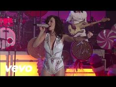 Katy Perry - California Gurls (Live on Letterman) - YouTube