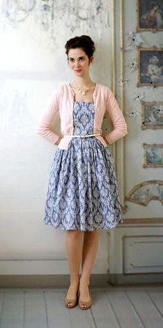Glorious Glamour Dress...me gusta la idea de la faja para sujetar el abrigo