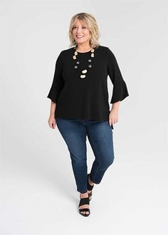 Kledingtips voor de kleine vrouw met maatje meer. Lane Bryant, Apple Body Type, 60 Year Old Woman, Casual Mode, Cool Outfits, Casual Outfits, Color Negra, Old Women, Wardrobes