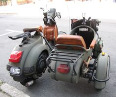 USA - military Vespa with side car - 2 + 1 Wheels - Motorrad Scooters Vespa, Lambretta Scooter, Motor Scooters, Vintage Vespa, Vintage Bikes, Classic Vespa, Retro Scooter, Electric Bicycle, Electric Cars