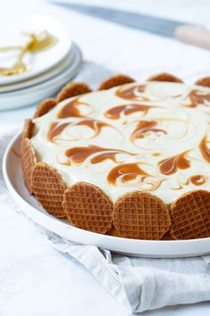 Syrup waffle cake with pastry cream and salted caramel – Sweet recipes Köstliche Desserts, Delicious Desserts, Dessert Recipes, Yummy Food, Healthy Food, Dinner Recipes, Chocolate Cheesecake Recipes, Easy Cheesecake Recipes, Cake Chocolate