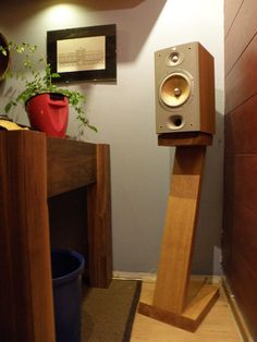 diy wood speaker stands