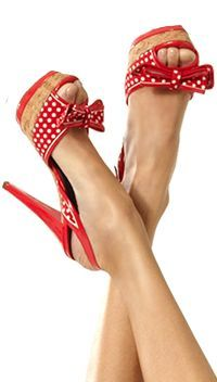 Love these red and white polka dot heels - peep toe pumps with bows! Pretty Shoes, Beautiful Shoes, Cute Shoes, Me Too Shoes, Sexy Heels, High Heels, Zapatos Shoes, Shoes Heels, Shoes Uk