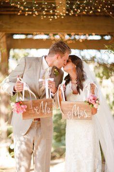 El primer beso de casados.