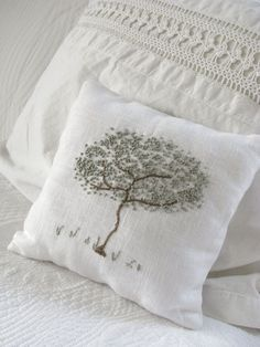 Nice use of French knots on this pillow from the raisedincotton blog.