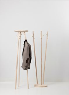 Twist is design with a wink. The use of attractive timbers gives this coat stand a warm appearance. As well as enhancing the hallway of any home, Twist also ensures a relaxed, homely atmosphere in reception areas or the workplace. Twist holds nine coa