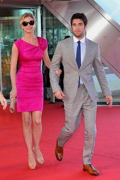 Revenge - Serie TV - look - style - estilo - inspiration - inspiração - moda - fashion - dress - vestido - pink - rosa - shoe - scarpin - nude - sapato - elegante - elegant - Amanda Clarke - Emily Thorne (Emily VanCamp) - Daniel Grayson (Josh Bowman)