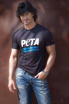 Vidyut Jammwal Beautiful HD Photoshoot Stills & Mobile Wallpapers HD Handsome Celebrities, Cute Celebrities, Lovely Girl Image, Girls Image, Vidyut Jamwal Body, Tiger Shroff Body, Famous Indian Actors, Hair Men Style, Indian Male Model