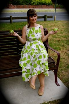 V1102 - my pear and apple dress