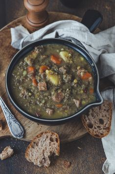 Lentil soup like grandma& - hearty & delicious Lentil Stew, Vegan Pizza, Vegan Soup, Food Design, Lentils, Soul Food, Summer Recipes, Family Meals, Cravings