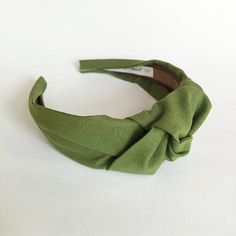 Top knot turban headband 40s vintage style hairband hair accessories no slip stay on knotted head band for women This headband is a modern take on a vintage classic. Glamorous yet practical top knot style is a perfect stand out hair accessory. This headband features: Certified organic